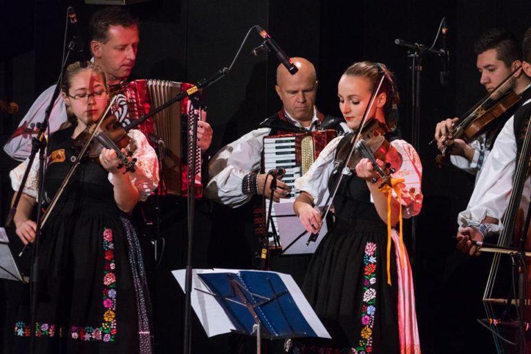 Folklórny súbor Karpaty; zdroj www.cultus.sk
