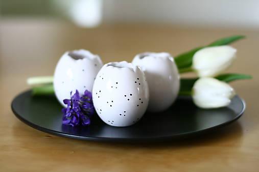 Keramické vajíčka (svietnik, váza, korenička)